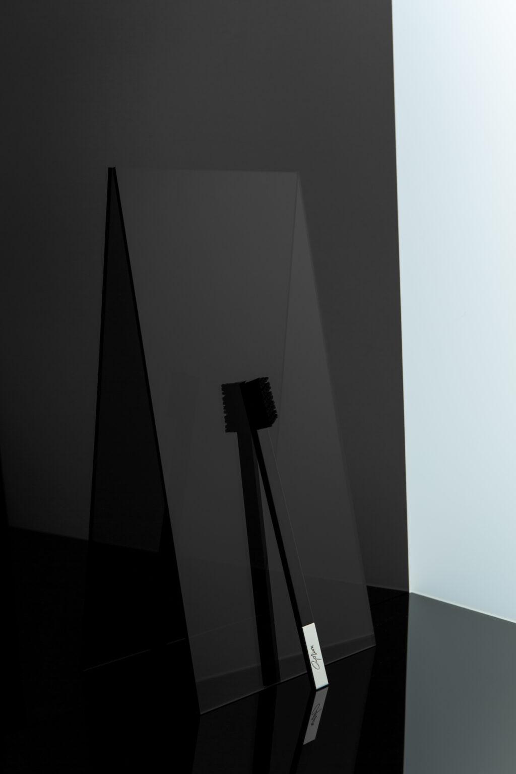 Дизайнерская черная зубная щетка SLIM by Apriori с серебром